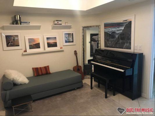 upright-piano-livingroom-1