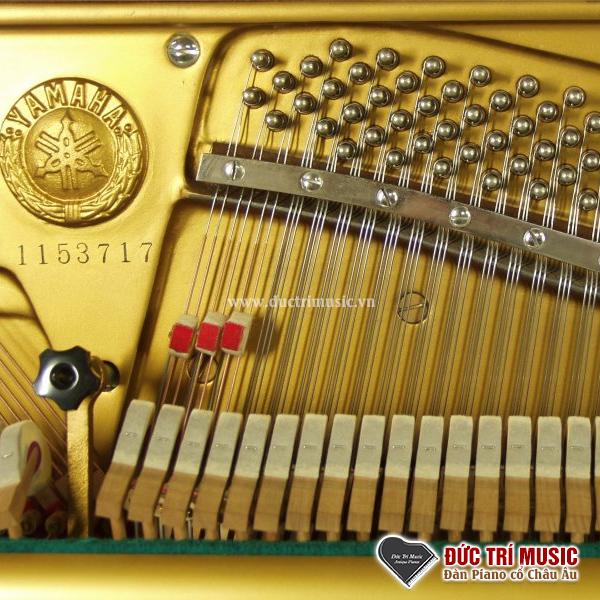 logo trên đàn piano yamaha u5b