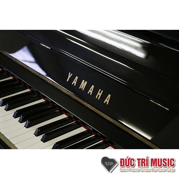 biểu tượng yamaha trên đàn piano yamaha yux
