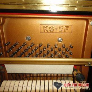 Model được khắc trên soundboard của Kawai KS5F
